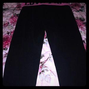 VS Pink Cropped Yoga Pants Size Medium Excellent